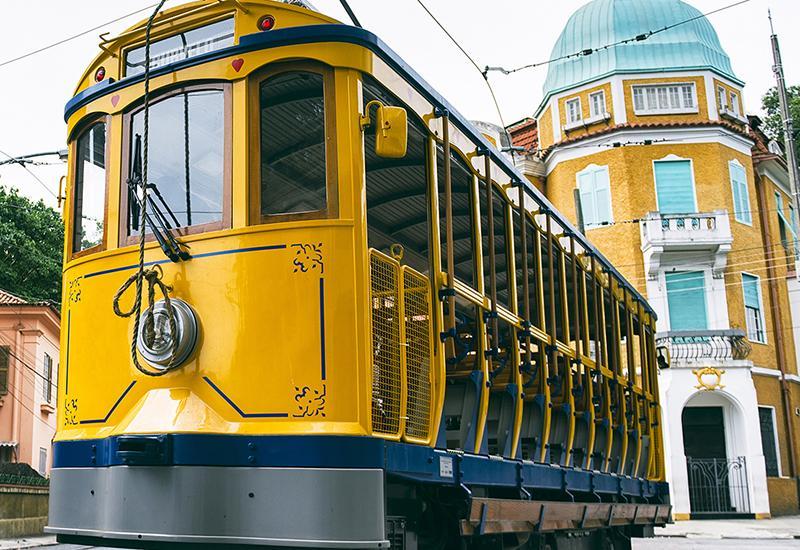 tramway jaune à Santa Teresa