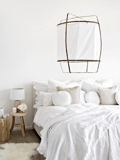 chambre blanche, suspension en tissu, chambre douillette, chambre à coucher