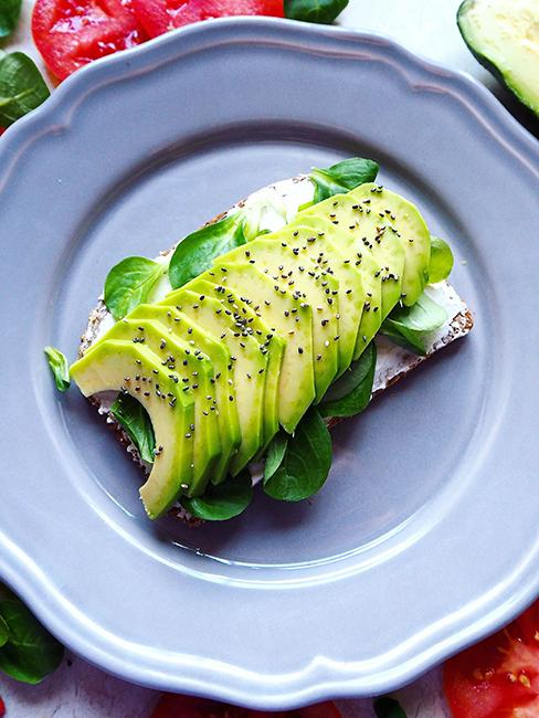Avocado toast avec fromage frais