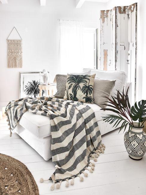 chambre à coucher bohème, boho, décoration murale bohème, tons blanc et gris, paravant look usé
