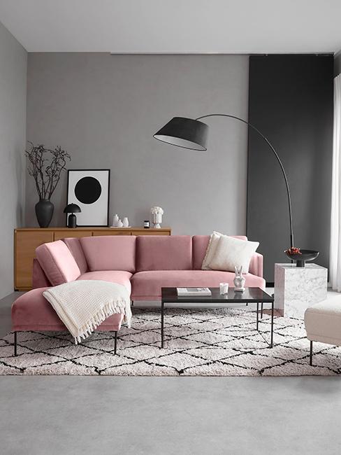 Salon gris avec canapé rose
