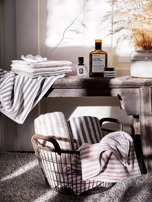serviettes, salle de bain, cosmétiques