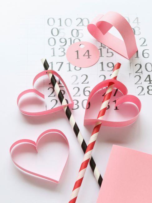 pailles et cœurs roses