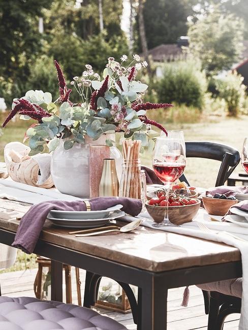 table champêtre, bouquet de fleurs, nappe, extérieur