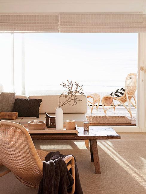 terrasse moderne style japonais avec table en bois basse