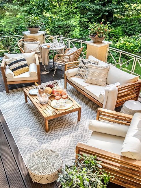 terrasse moderne avec salon de jaradin en teck