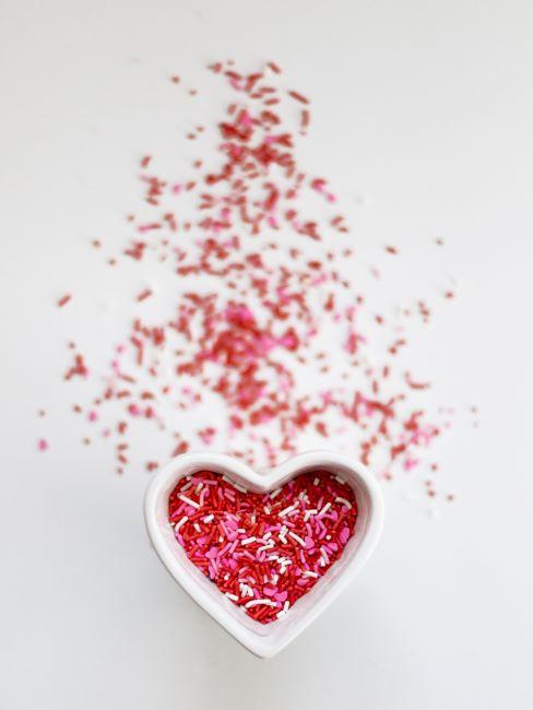 déco gourmande bol en forme d'un coeur pour la Saint Valentin