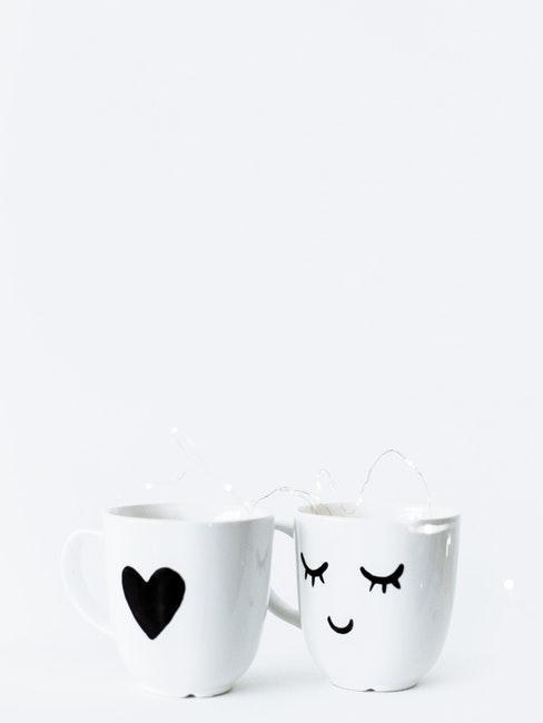Deux tasses blanches personnalisées pour couple