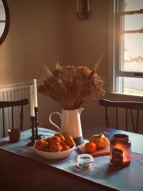 table d'automne avec fleurs sechées
