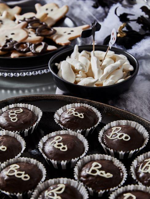 Cupcakes pour halloween et cookies fantômes