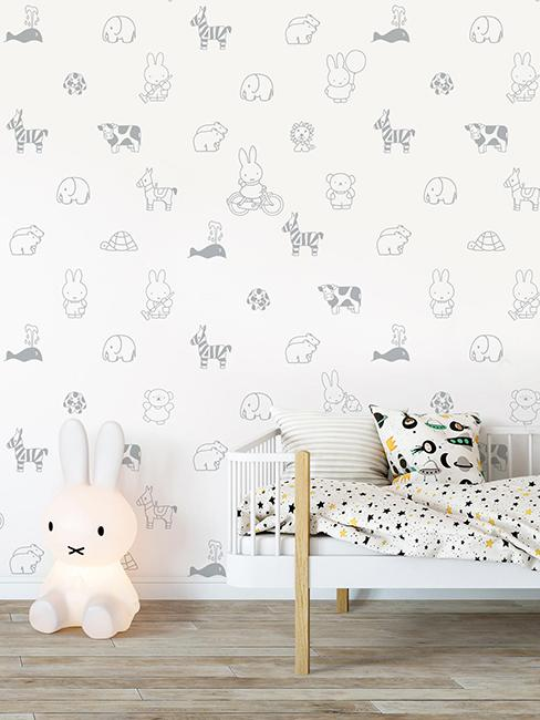 papier peint animaux dans chambre d'enfant