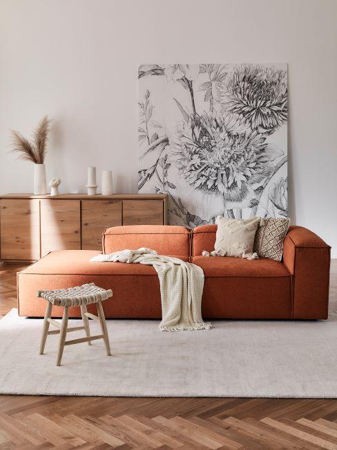 canapé méridienne rouille, enfilade en bois, herbe de pampas, tableau mural