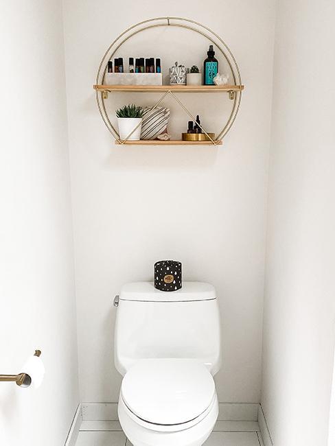 toilette morderne avec étagère en bois
