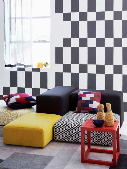 déo murale carreaux noir et blanc, monochrome, poufs jaune et noir et gris, art déco, moderne, peinture géométrique murale, papier peint