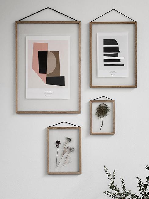 mur de cadres en bois avec impressions