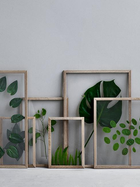 cadres en bois avec feuilles