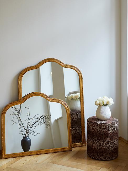 miroirs baroques doré et pouf motif animalier