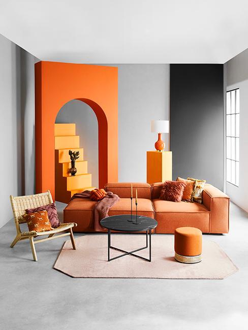 salon gris et orange avec canapé terracotta