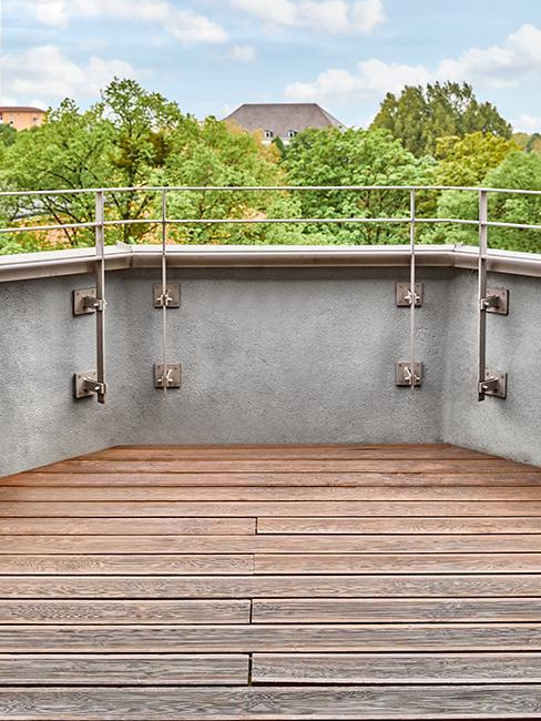 balcon avec sol en bois avant
