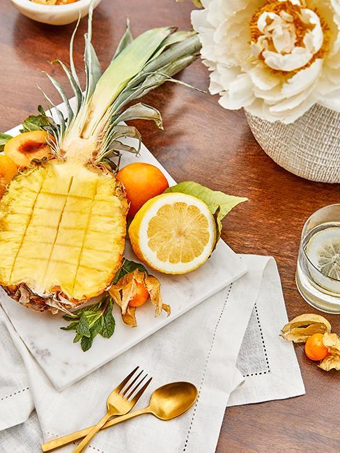 ananas coupé avec frais