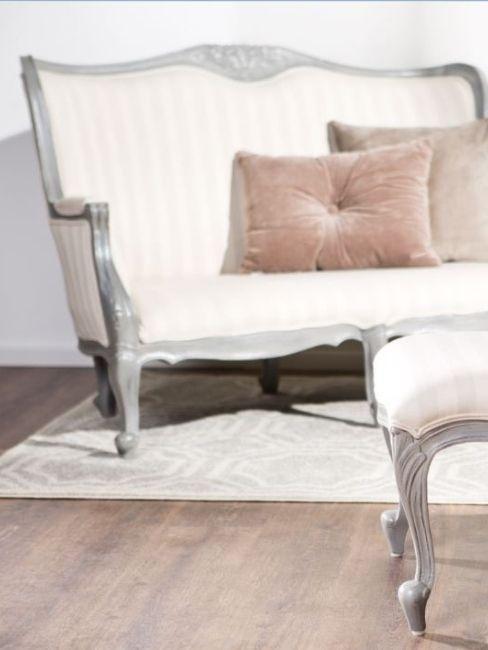 meuble salon style victorien, canapé dos sculpté,