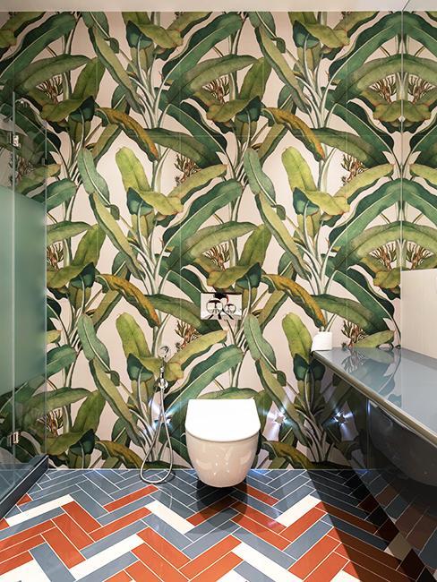 toilette avec papier peint tropical