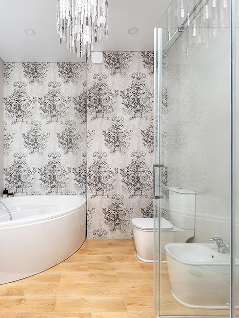 toilette avec papier peint gris et blanc