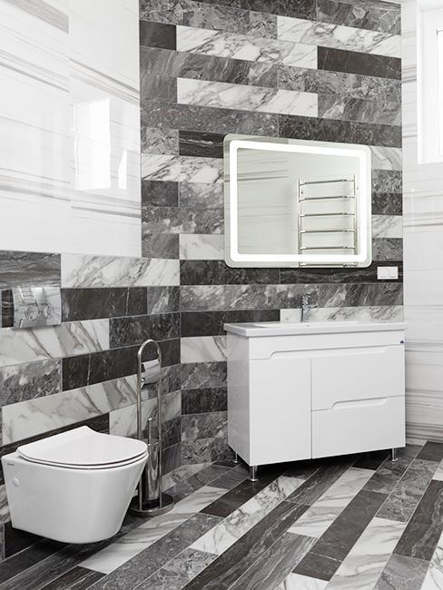 toilette moderne avec carrelage gris