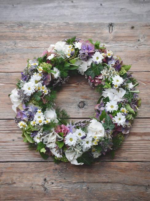 Couronne décorative, DIY, printemps, fleurs