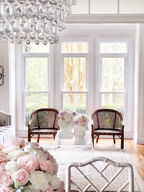 salon vintage chic avec fauteuils et lustre