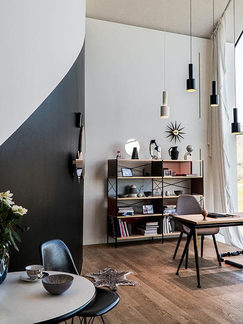 mur bi coloro noir et blanc avec meuble en bois
