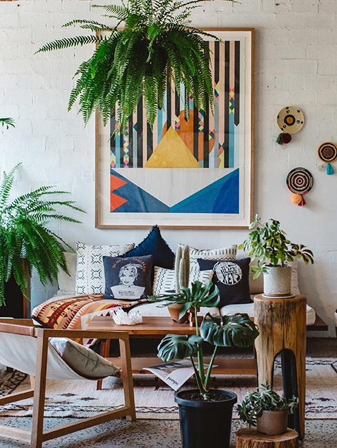 maison éclectique avec meuble naturel et grand cadre