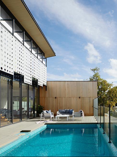 extérieur avec piscine et terrasse