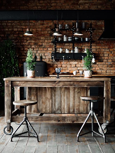 cuisine originale avec bar en bois et mur en brique