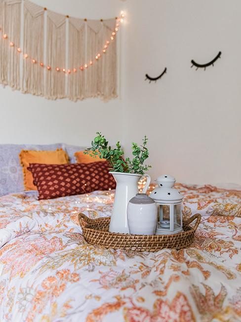 chambre d'ado, avec linge de lit orange