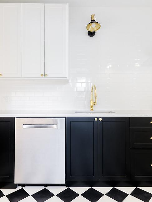 cuisine moderne avec meubles noir et blanc