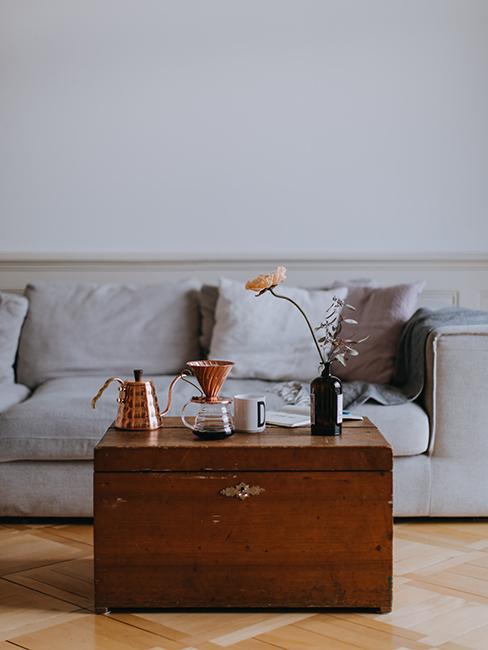 salon avec malle qui sert de table basse