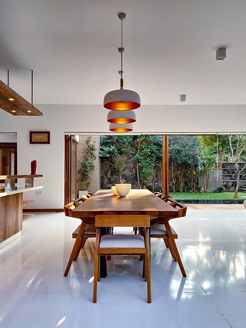 cuisine avec table en bois