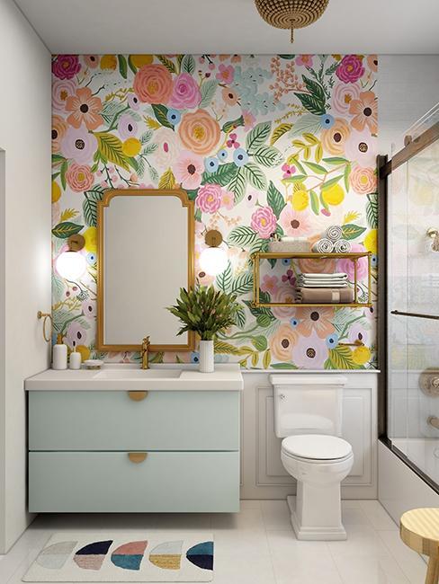 wc avec paier peint fleuri