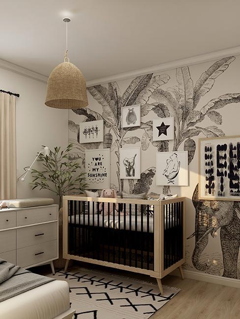 chambre enfant avec papier peint et mur de cadres