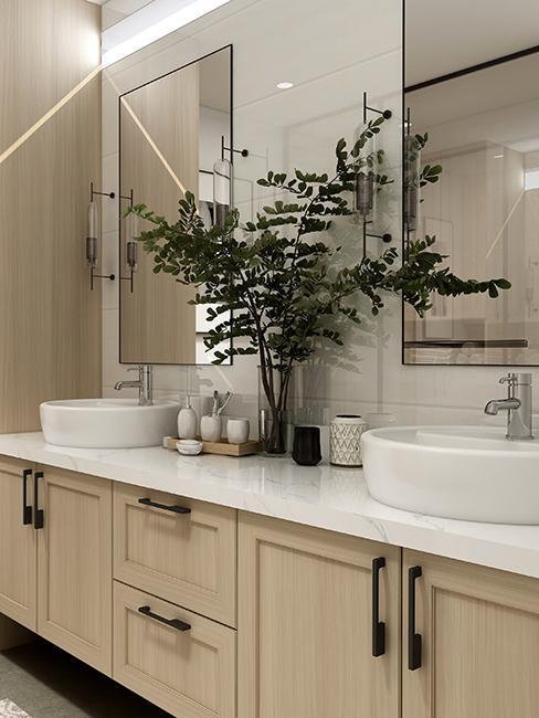 salle de bain avec meubles en bois clair