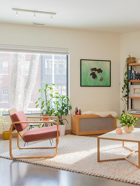 salon avec fauteuil rose