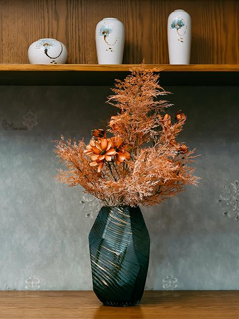 vase avec mur gris