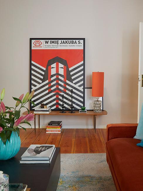 décoration colorée avec grande affiche