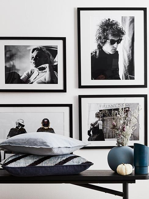 mur de cadres noir et blanc
