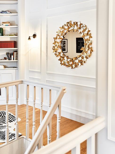 décoration couloir avec miroir doré