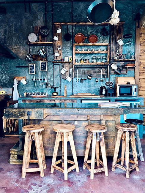 cuisine originale avec tabouret en bois