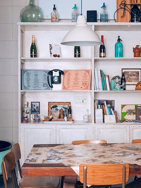 cuisine style vintage avec étagères