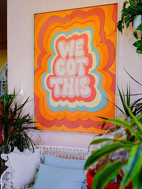 décoration murale avec affiche colorée