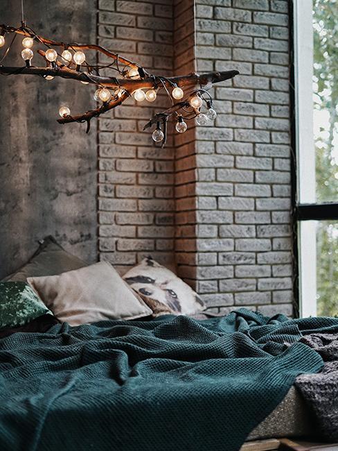 chambre avec mur de brique style garage